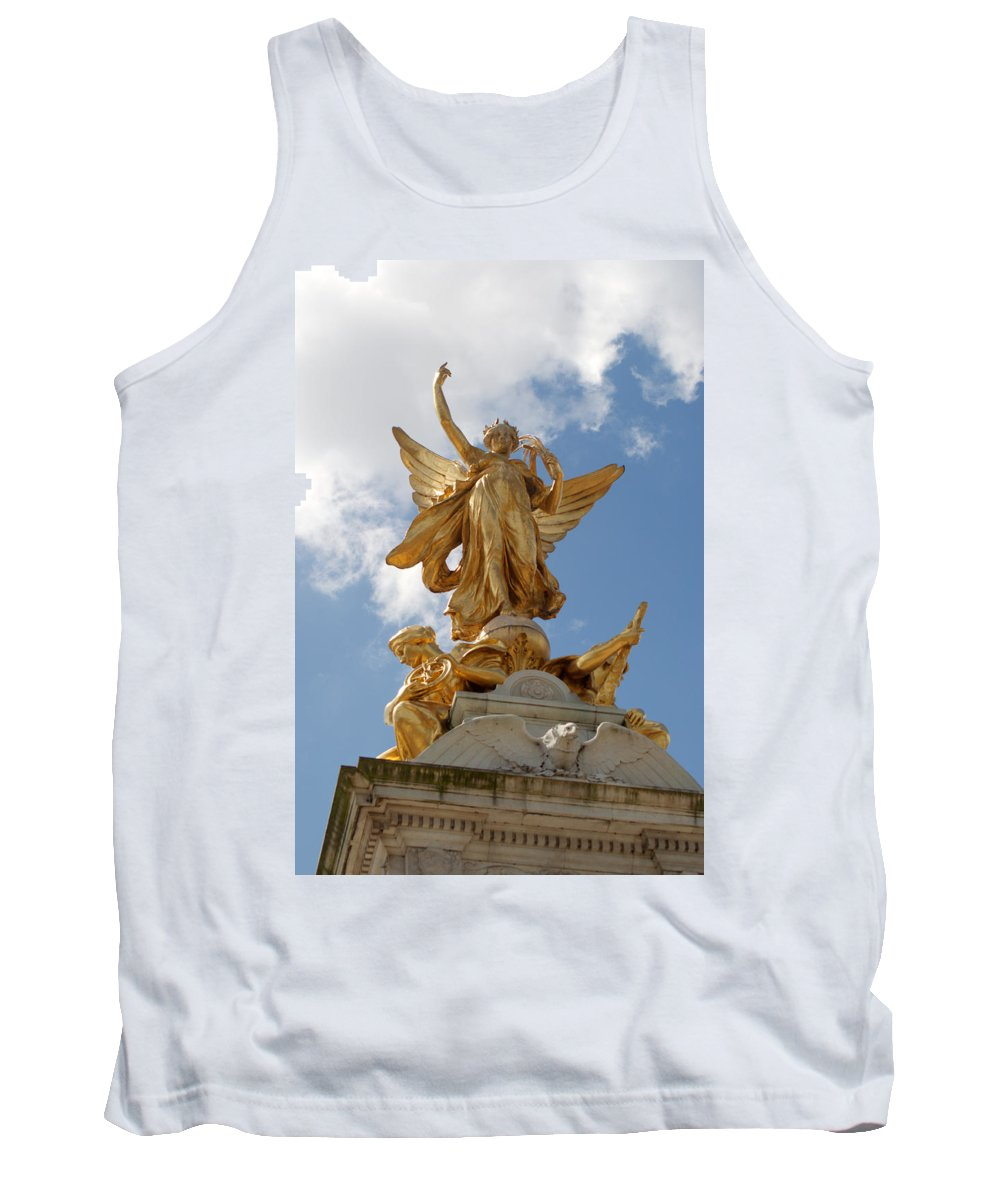 Victoria Tank Top featuring the photograph Vivtoria Memorial by Chris Day