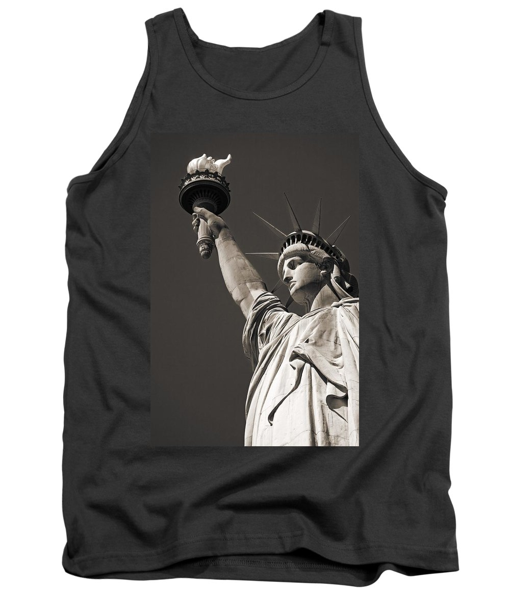 United States Tank Top featuring the photograph Statue Of Liberty by Richard Cummins