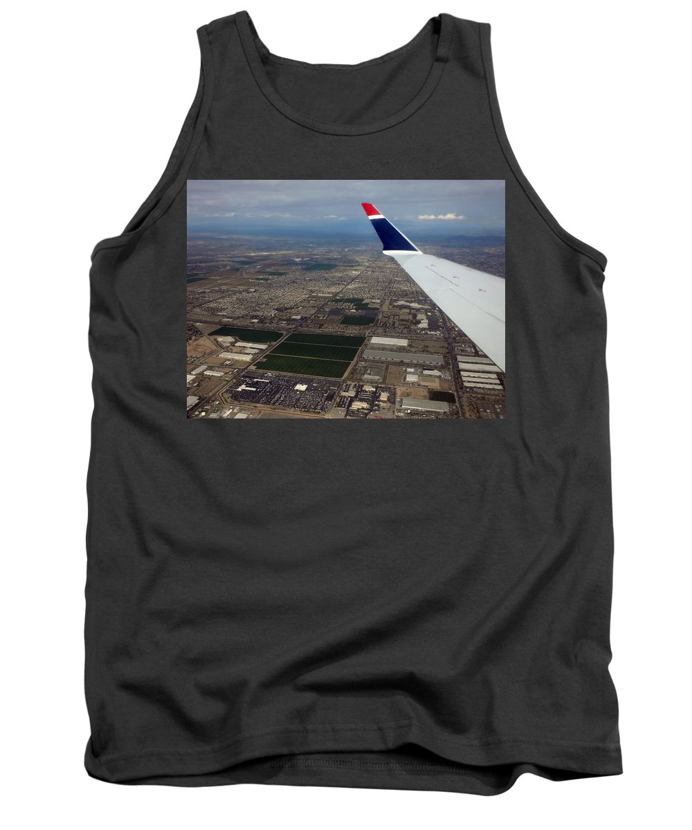 Phoenix Tank Top featuring the photograph Approaching Phoenix Az Wing Tip View by Thomas Woolworth