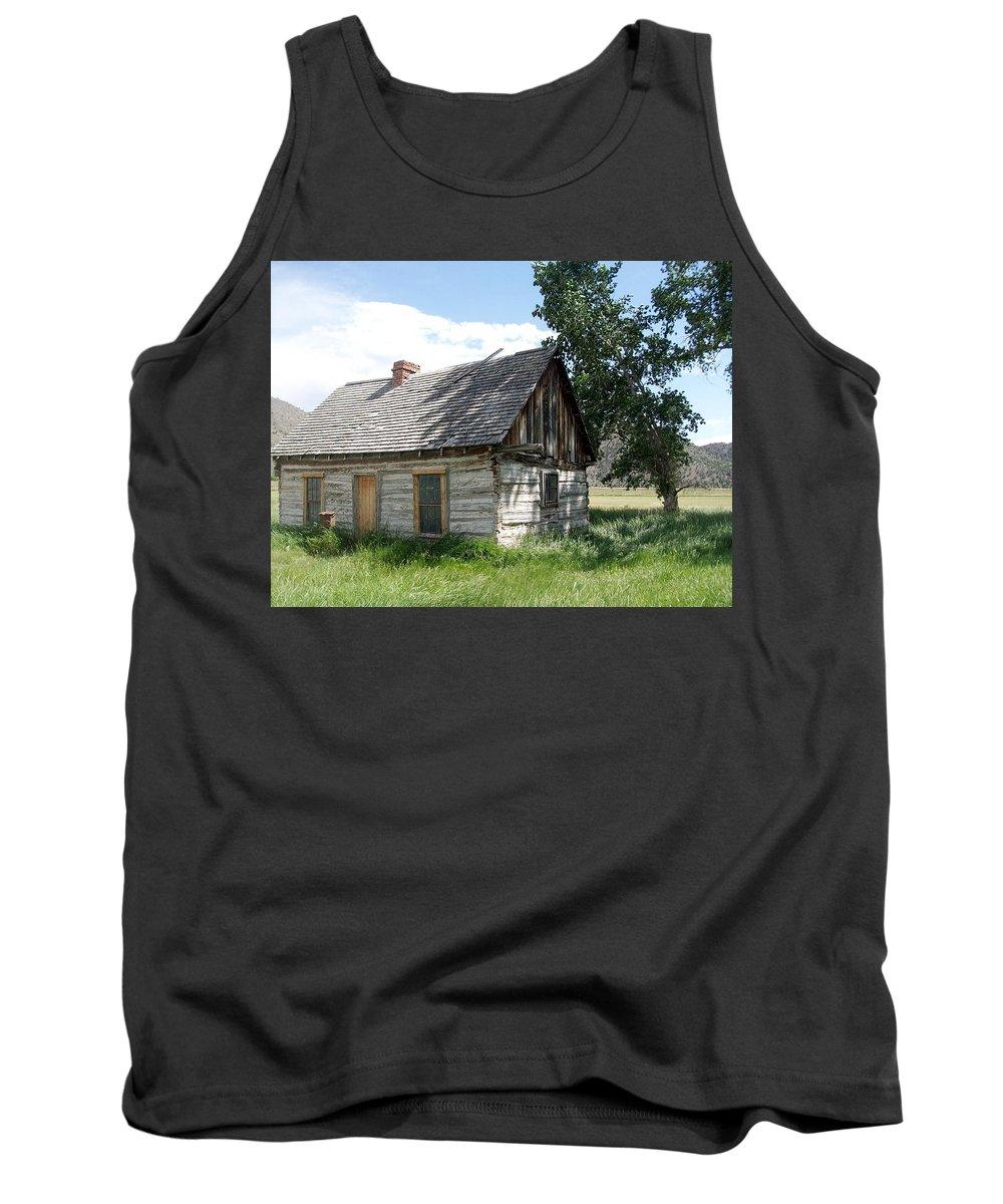 Butch Cassidy Childhood Home Tank Top featuring the photograph Butch Cassidy Childhood Home by Donna Jackson