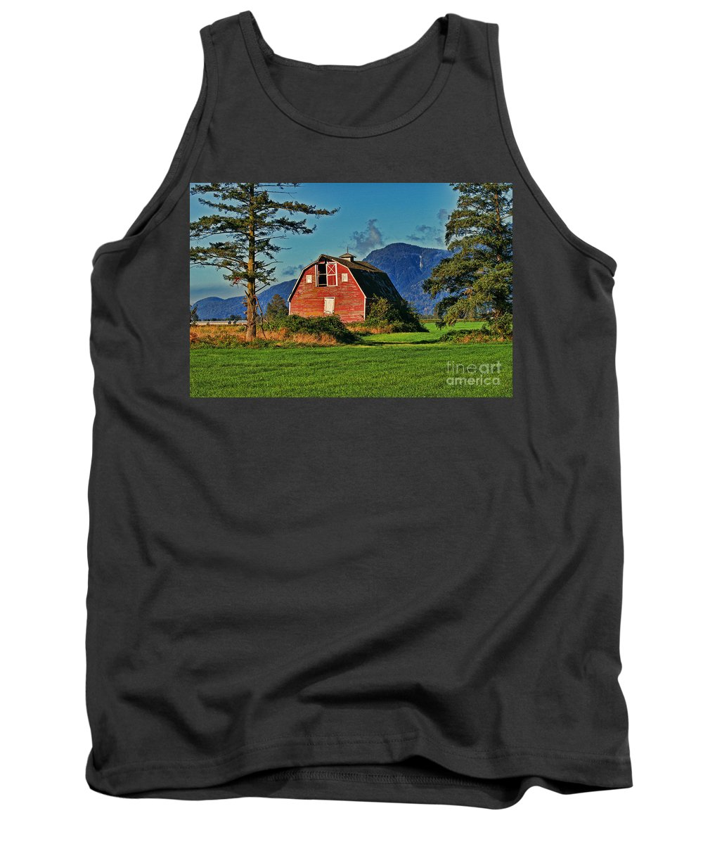Barns Tank Top featuring the photograph Chilliwack Barn by Randy Harris