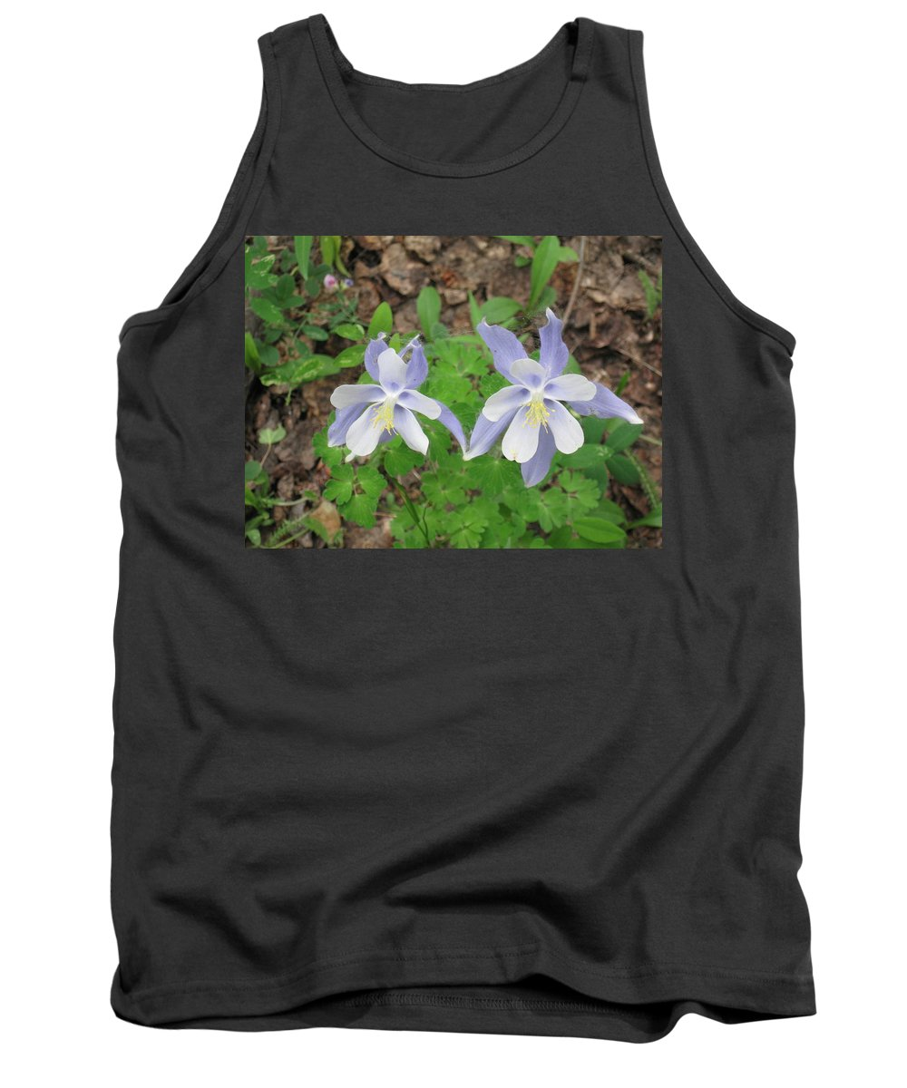Columbine Tank Top featuring the photograph Cute Couple In Love by Ron Monsour