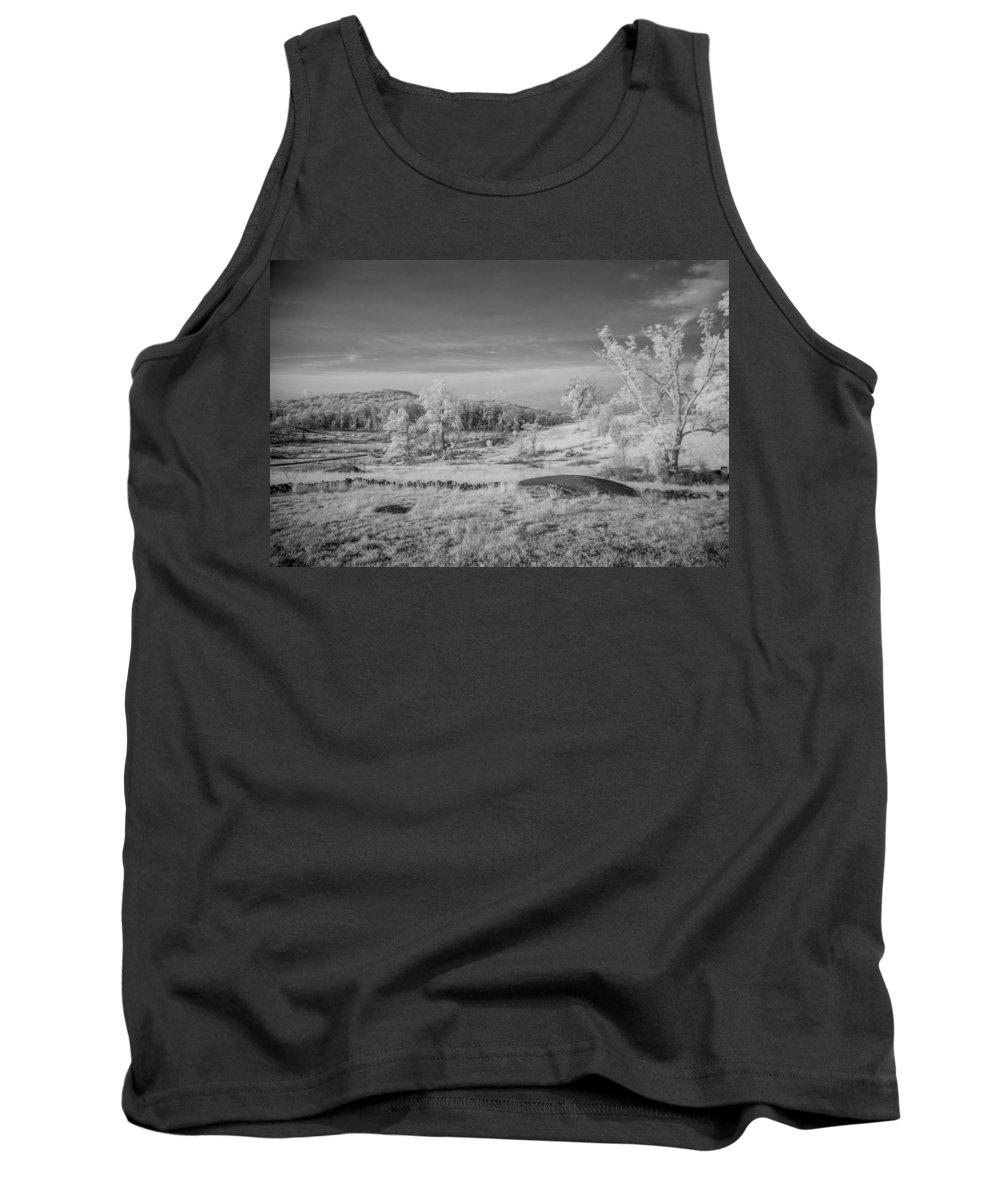 American Civil War Tank Top featuring the photograph Houcks Ridge 8d00081i by Guy Whiteley