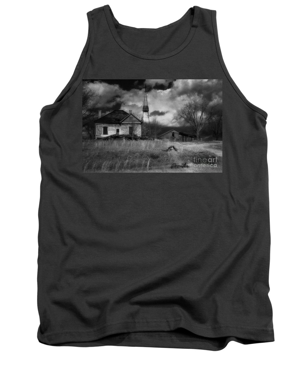 Farms Tank Top featuring the photograph Old Georgia Farm by Richard Rizzo