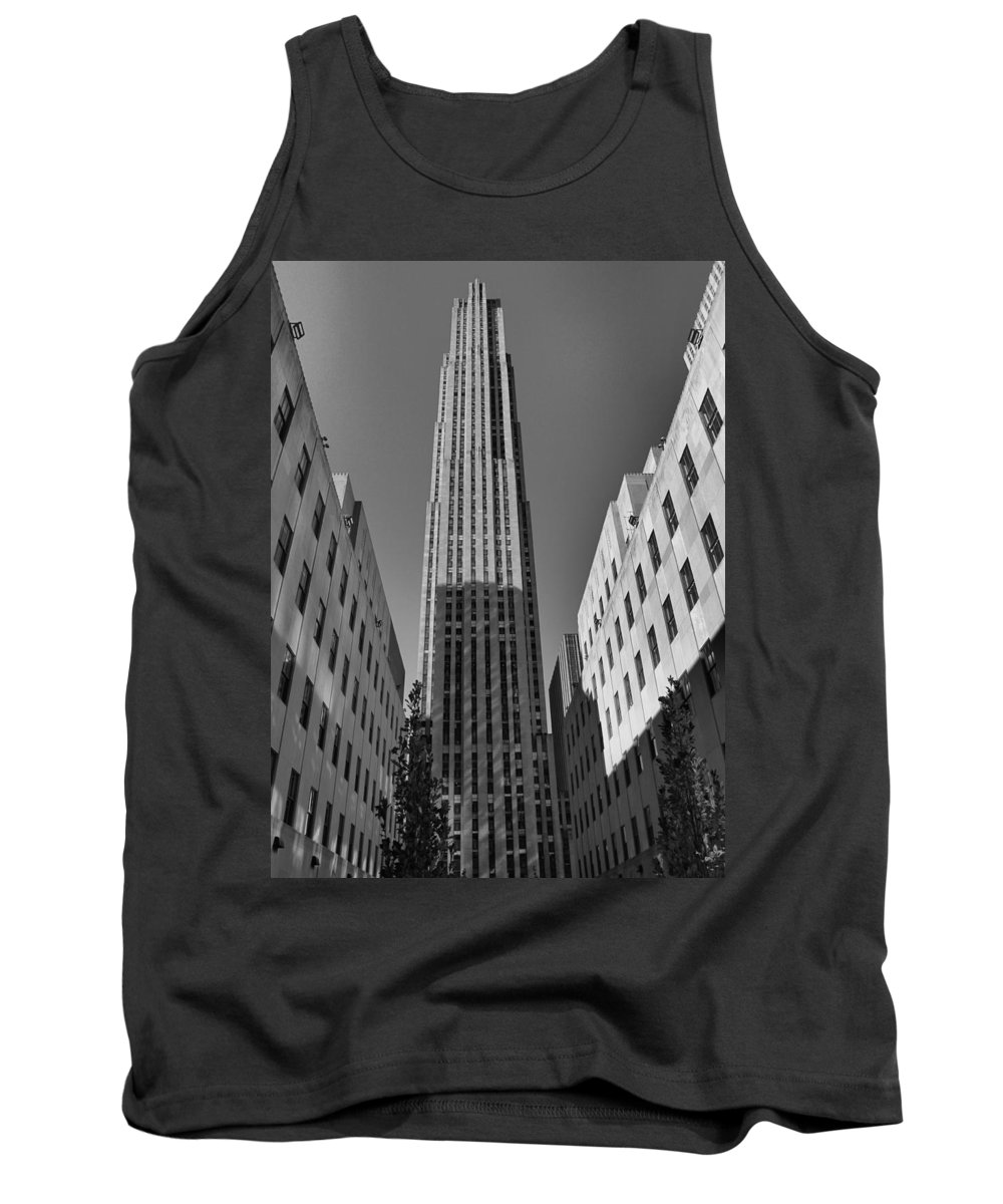 Rockefeller Plaza In Black And White Tank Top featuring the photograph Ge Building In Black And White by Dan Sproul