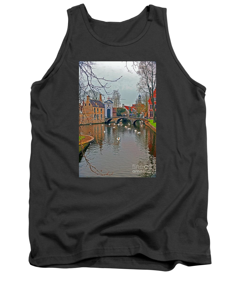 Travel Tank Top featuring the photograph Supper Time by Elvis Vaughn