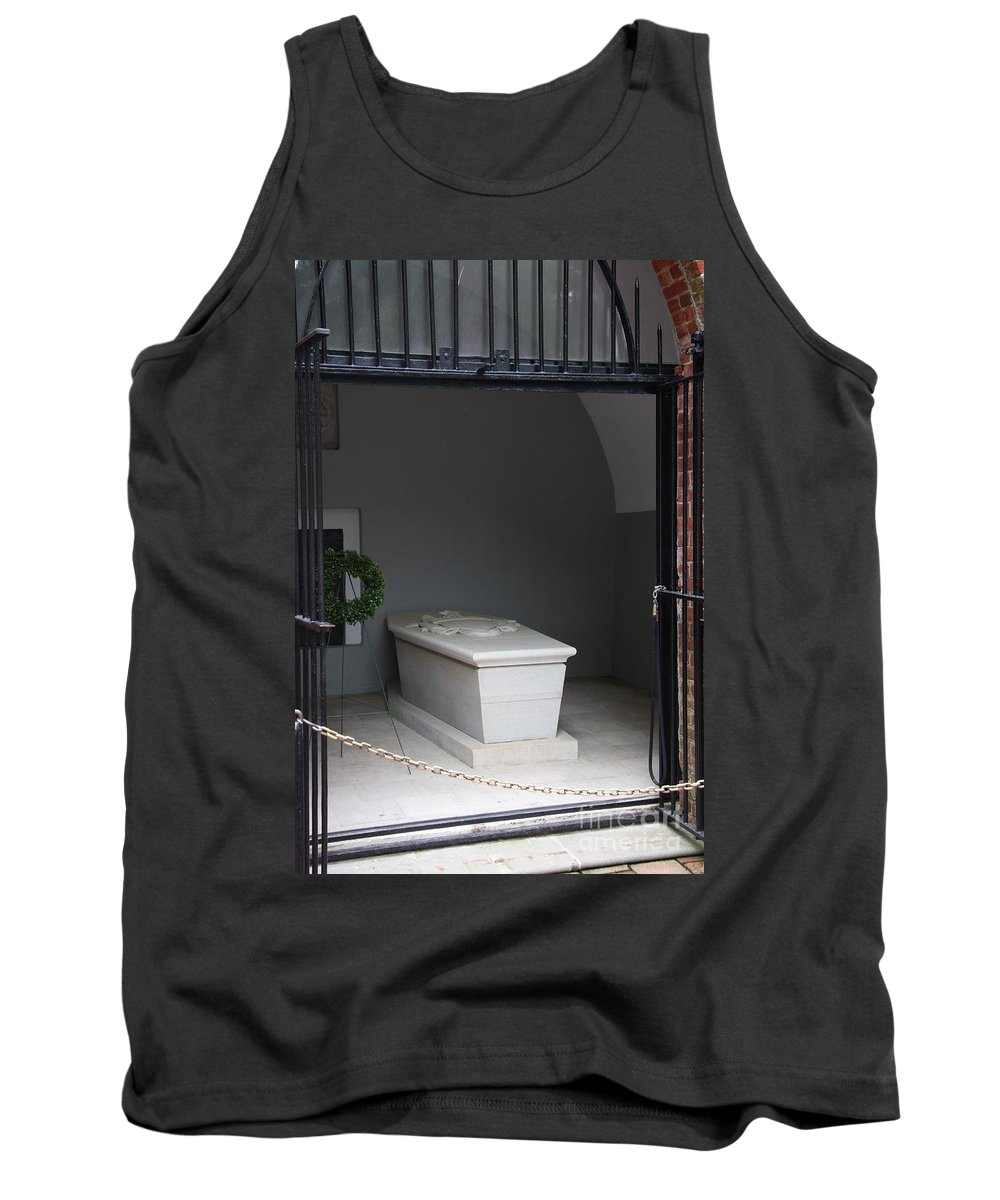 Tomb Tank Top featuring the photograph Tomb Georg Washington by Christiane Schulze Art And Photography
