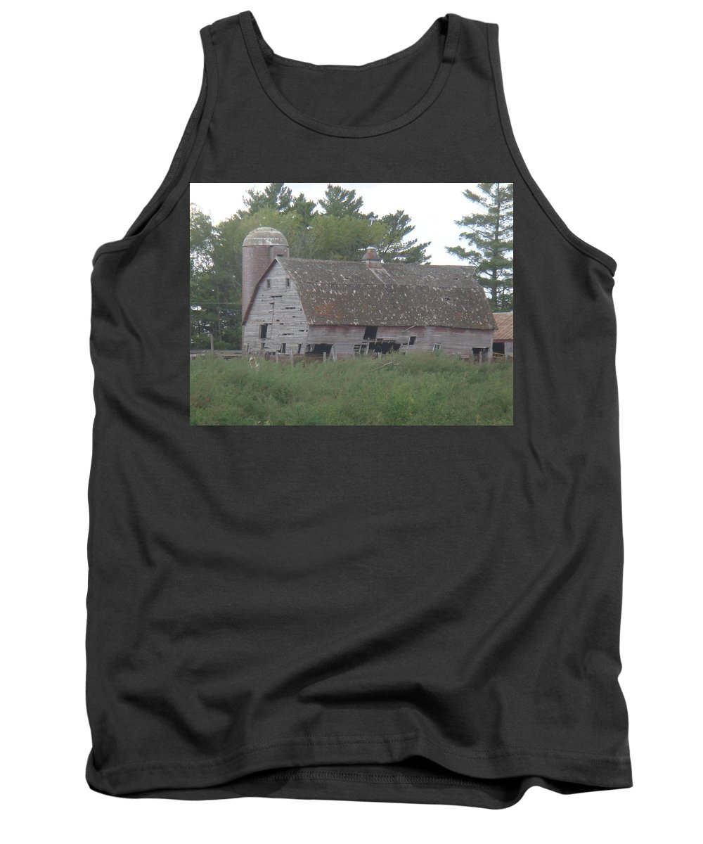 Barn Tank Top featuring the photograph Deserted Barn by Bonfire Photography