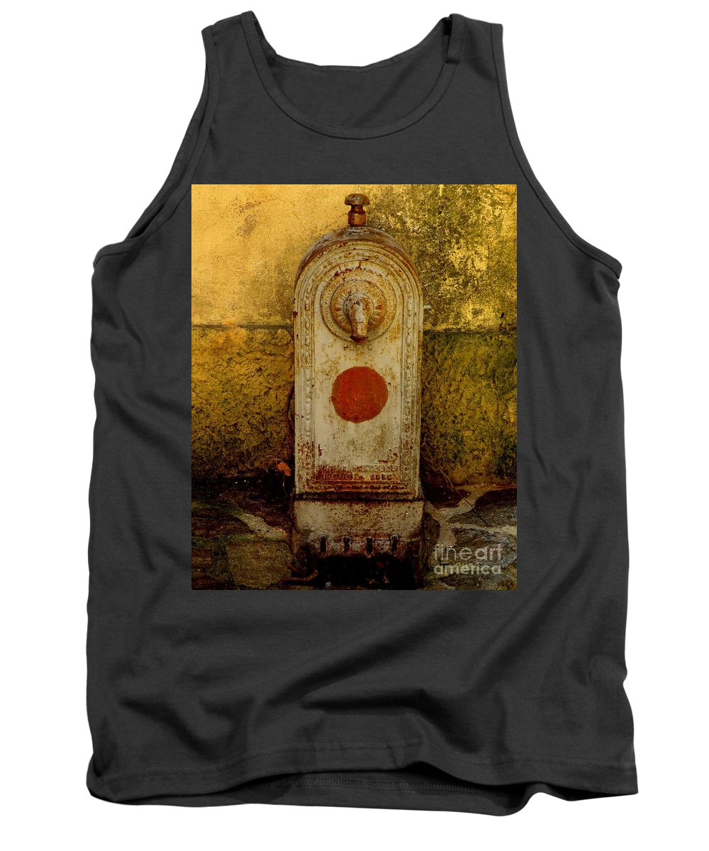 Water Fountain Tank Top featuring the photograph Fontaine D'eau by Lainie Wrightson