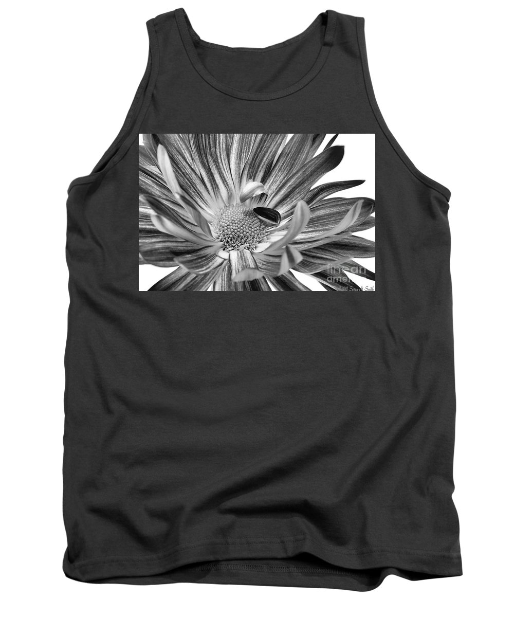 Flower Tank Top featuring the photograph Inviting by Susan Smith