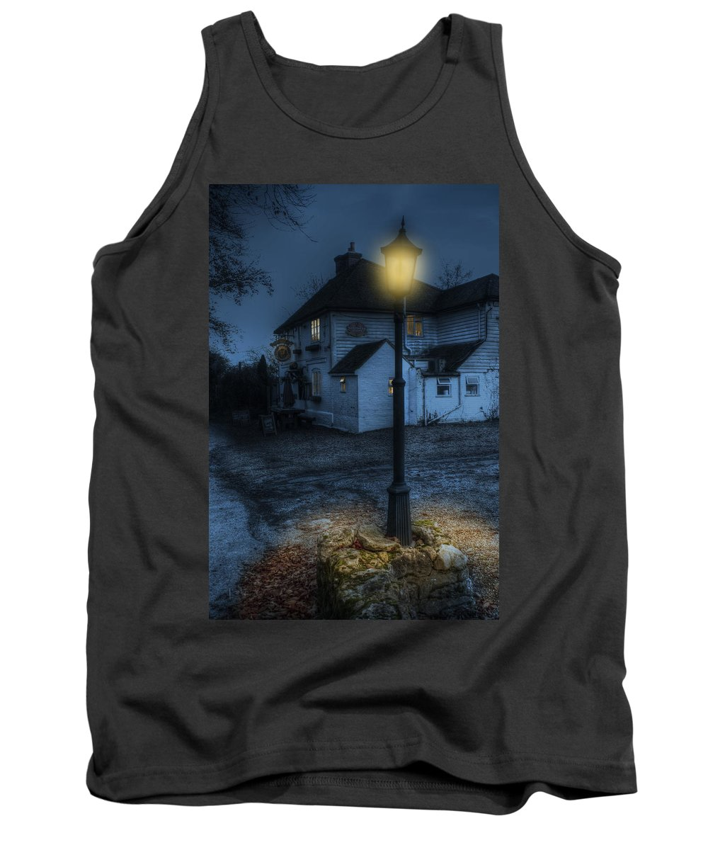 The Ringlestone Inn Tank Top featuring the photograph Ringlestone Inn At Night by Dave Godden