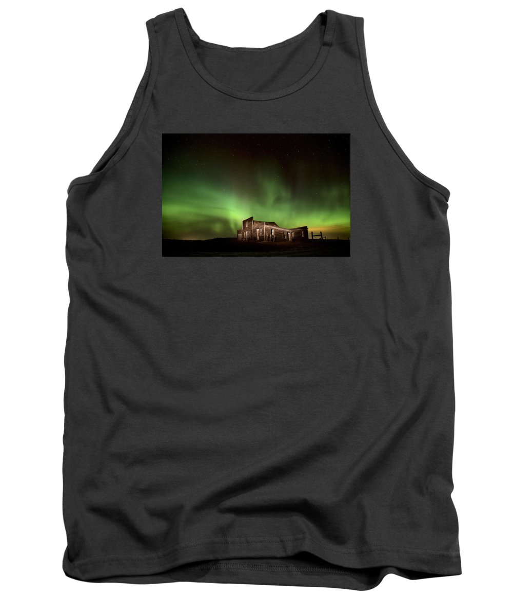 Canada Tank Top featuring the photograph Northern Lights Canada Abandoned Building by Mark Duffy