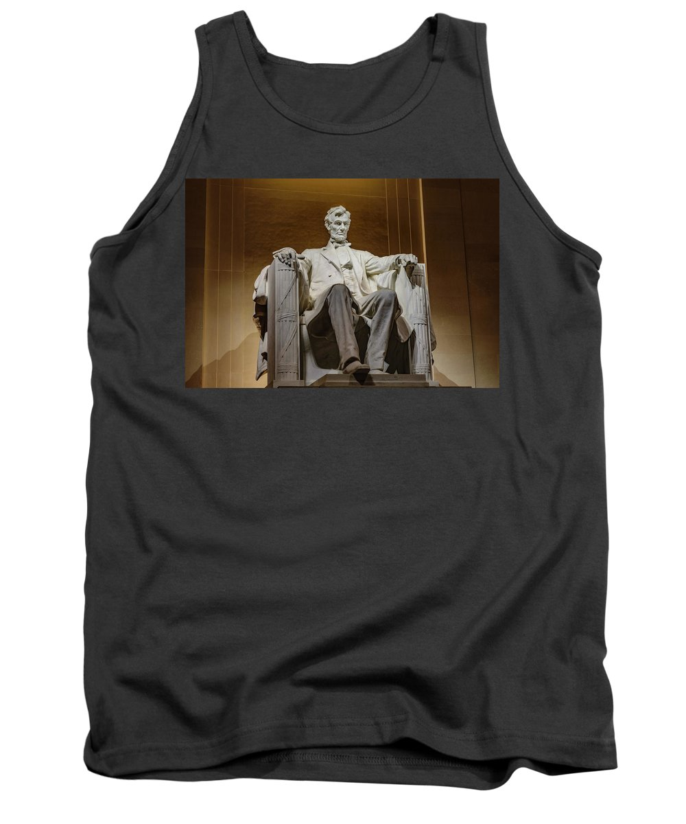 Lincoln Tank Top featuring the photograph Lincoln Statue by Cityscape Photography