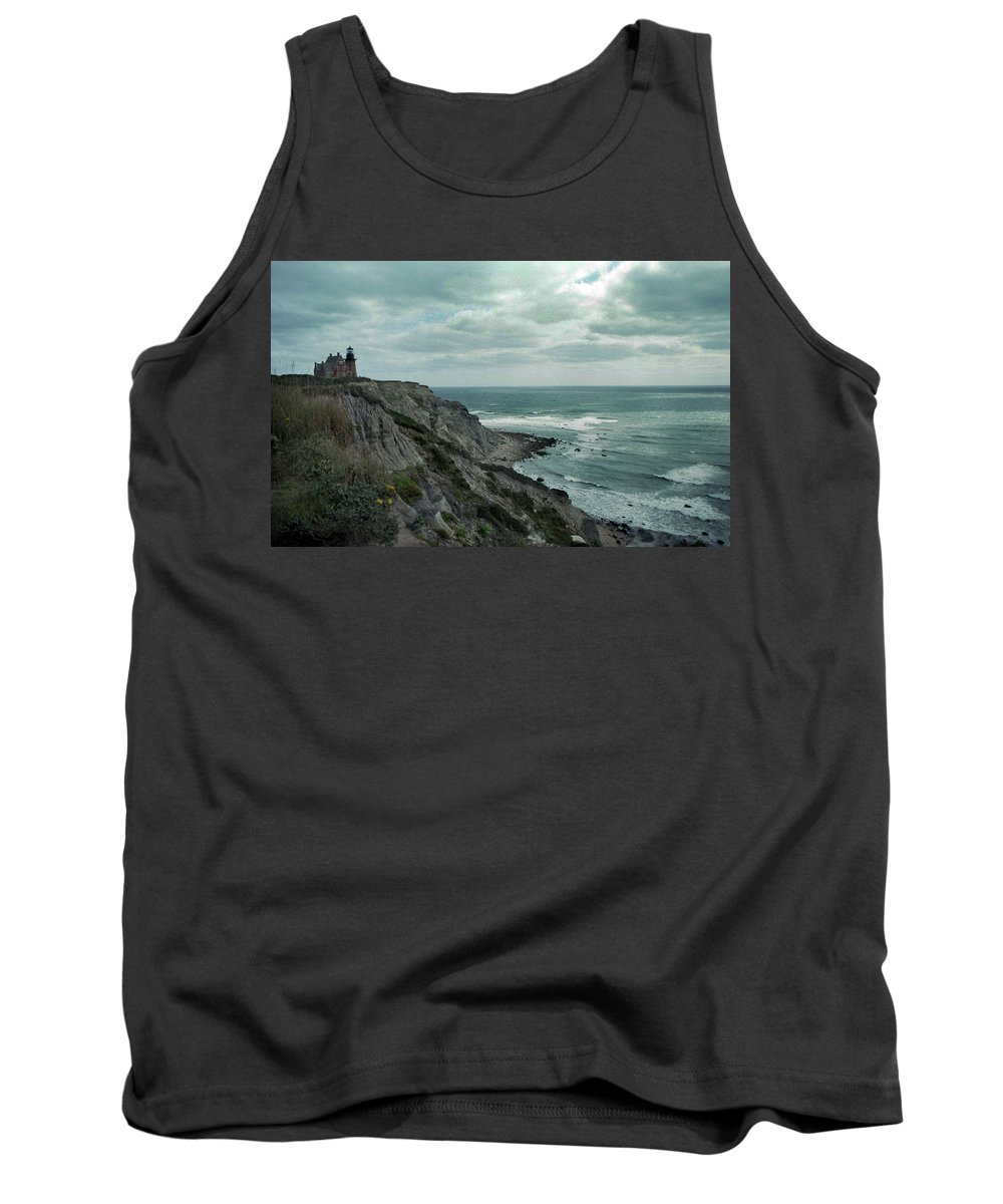 Block Island Tank Top featuring the photograph Block Island South East Lighthouse by Skip Willits