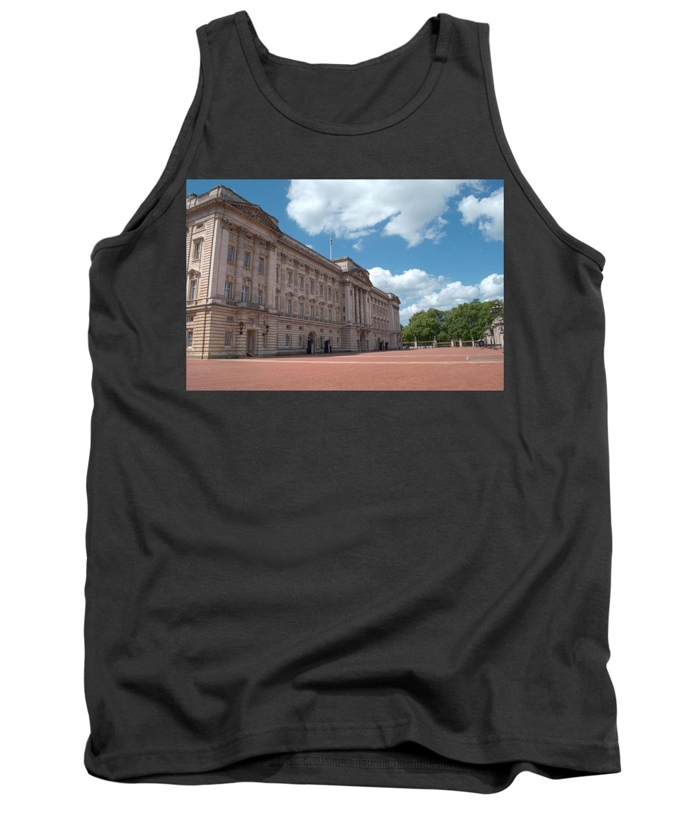 Buckingham Tank Top featuring the photograph Buckingham Palace by Chris Day