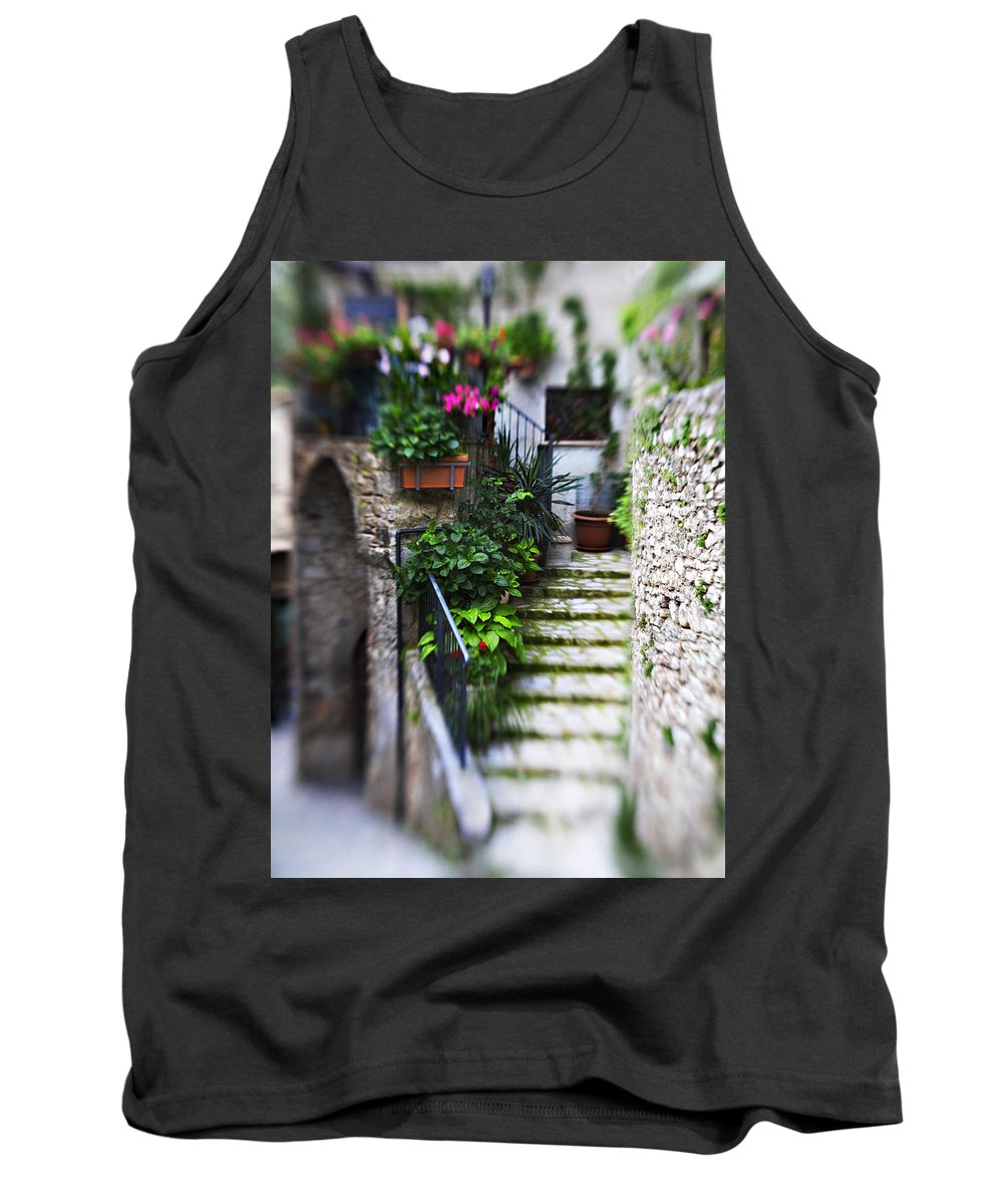 Home Tank Top featuring the photograph Coming Home by Marilyn Hunt