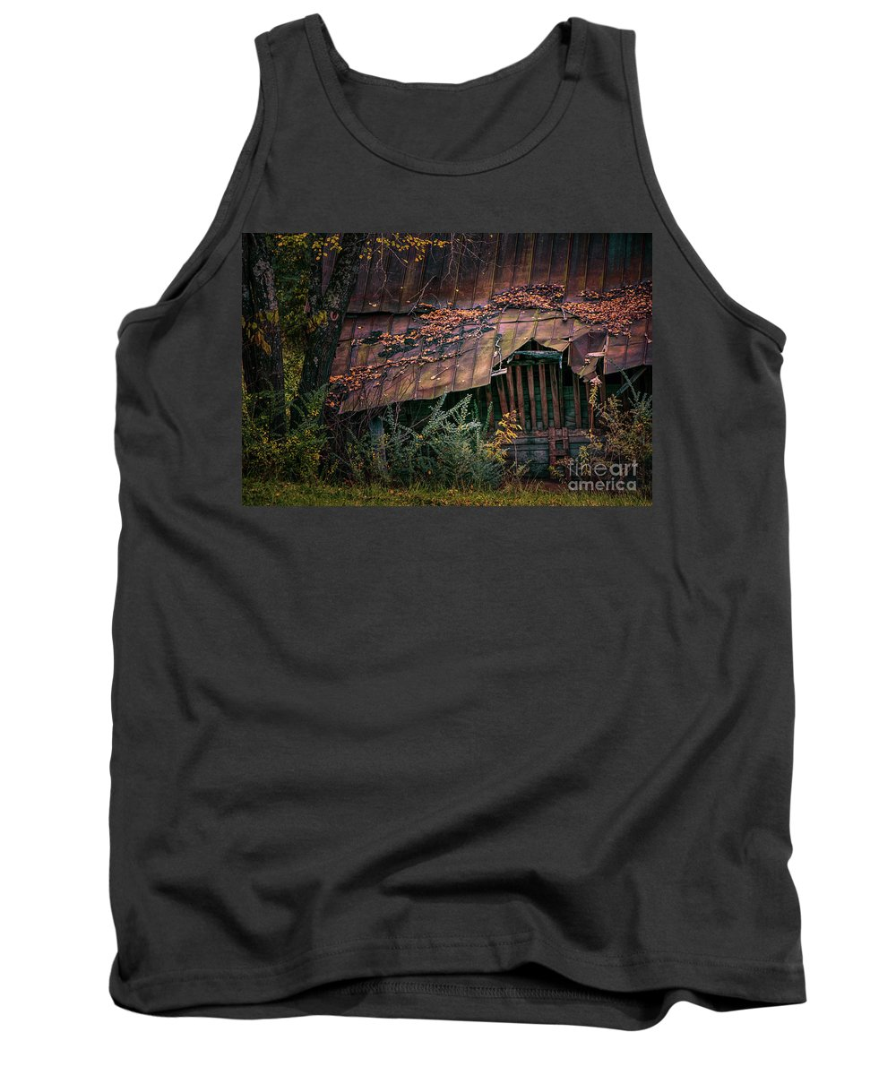 Barn Tank Top featuring the photograph Country Barn by Doug Sturgess