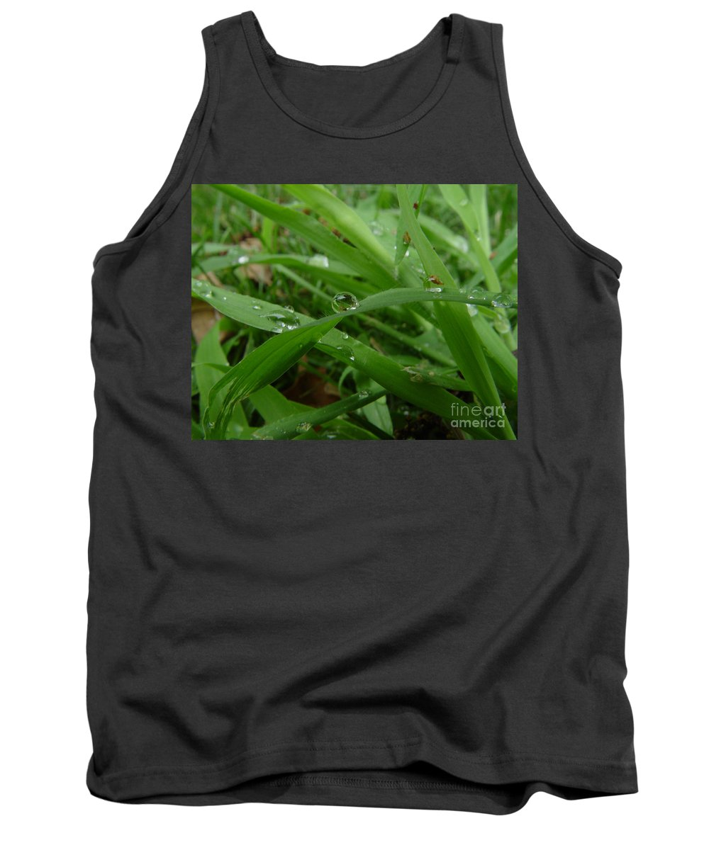 Water Droplet Tank Top featuring the photograph Droplets 01 by Peter Piatt