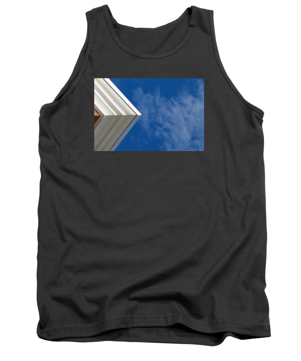 Horizontal Tank Top featuring the photograph Looking Up by Robert Meyerson