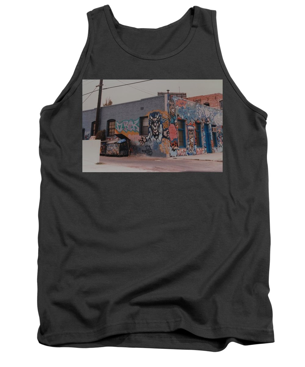 Urban Tank Top featuring the photograph Los Angeles Urban Art by Rob Hans