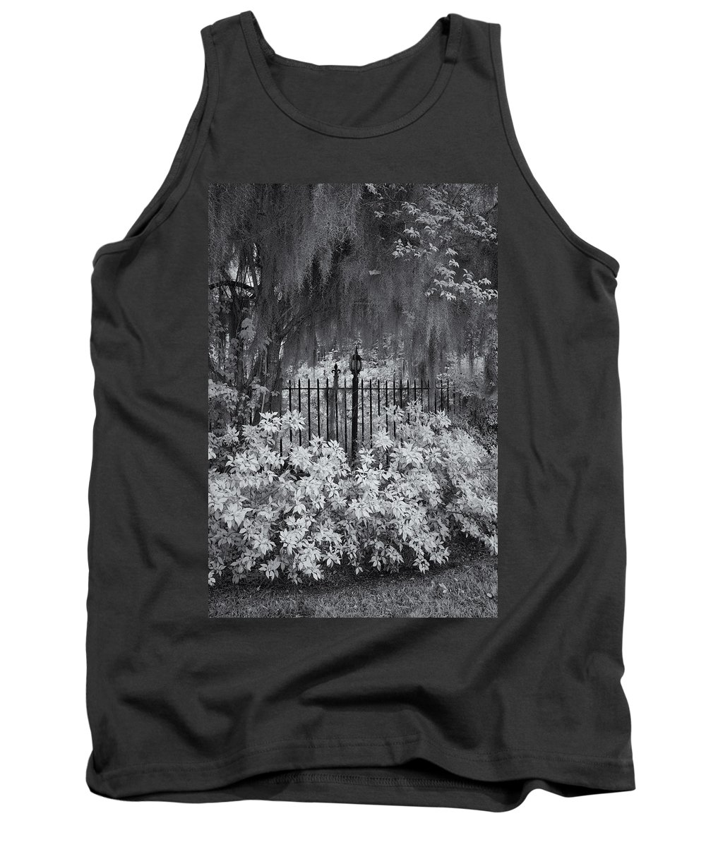 Cindy Archbell Tank Top featuring the photograph Magnolia Plantation Lightpost by Cindy Archbell