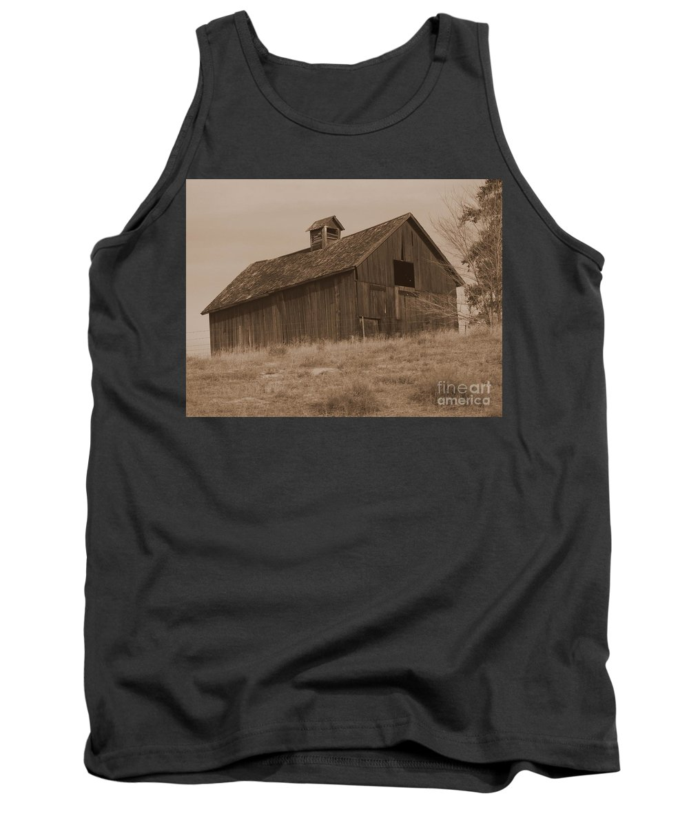 Old Barn Tank Top featuring the photograph Old Barn In Washington by Carol Groenen