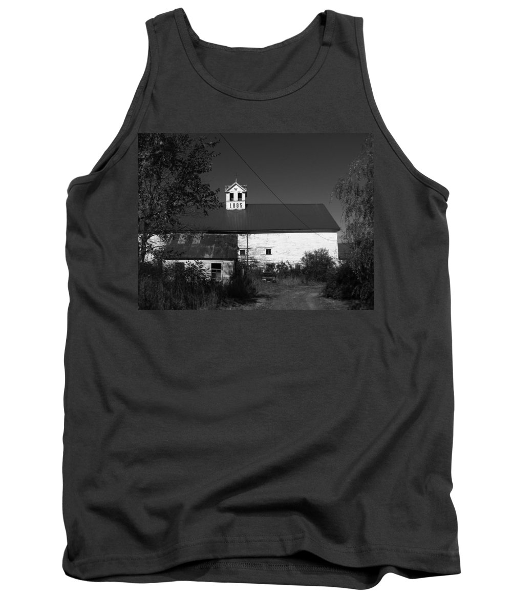 Old Farm House Tank Top featuring the photograph Old Farm House by Michael Mooney