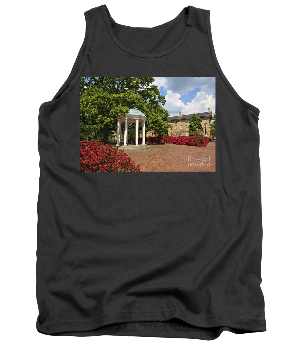 Old Well Tank Top featuring the photograph Old Well At Chapel Hill by Jill Lang