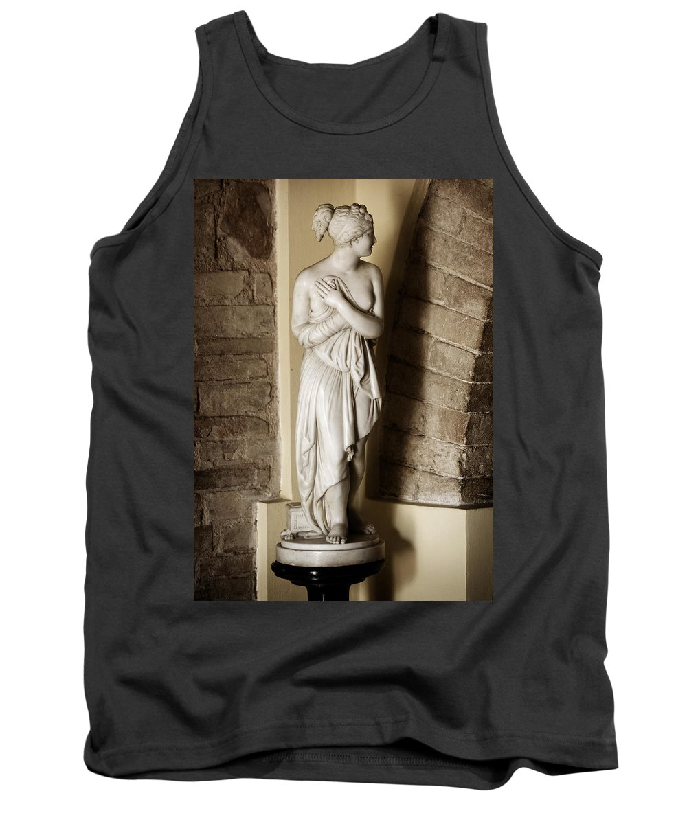 Statue Tank Top featuring the photograph Peering Woman by Marilyn Hunt