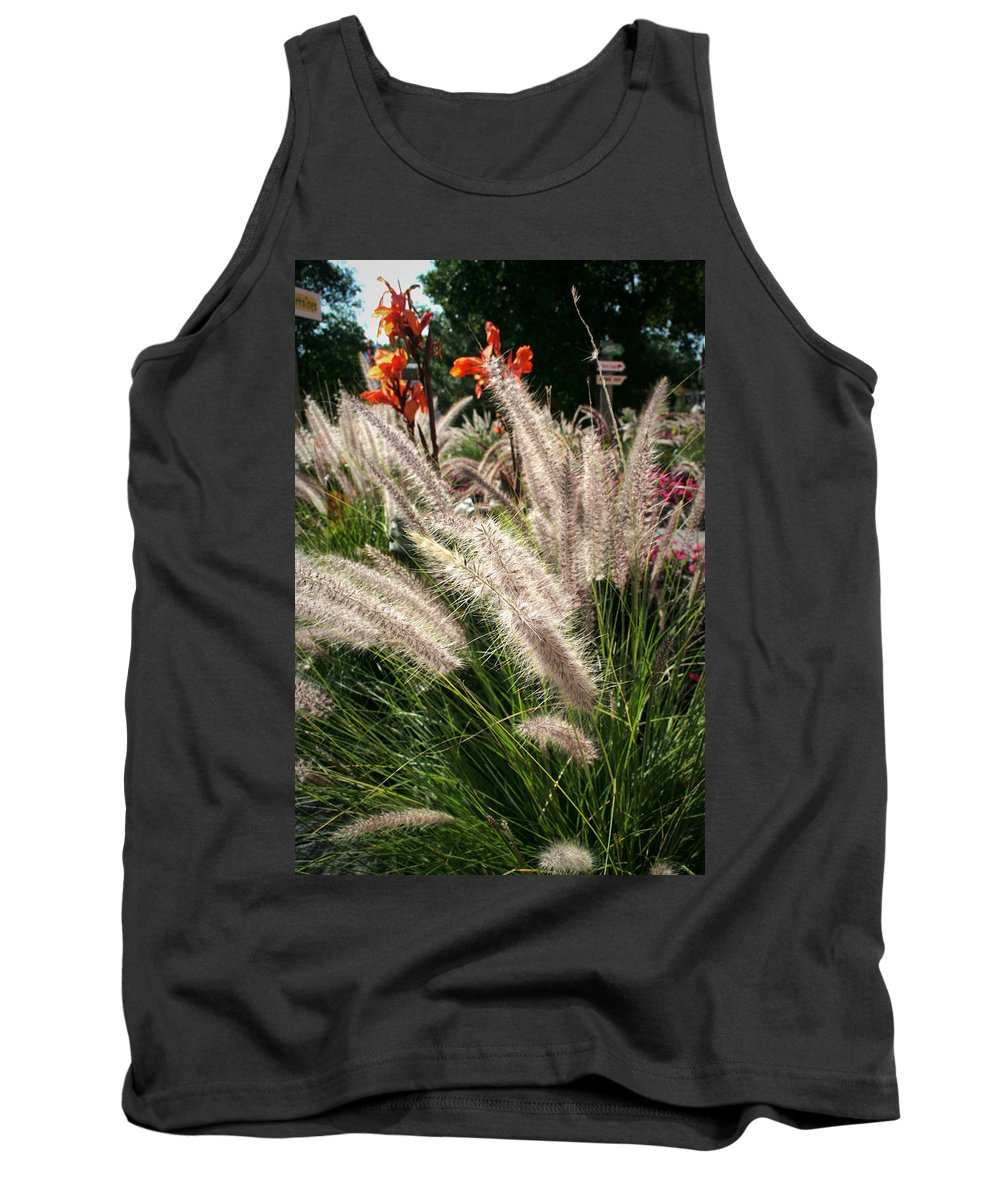 Mount Rushmore Tank Top featuring the photograph Reptile Garden Plantsi by Mike Oistad