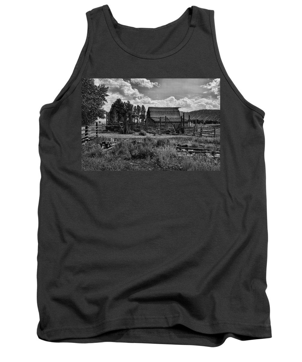 Barn Tank Top featuring the photograph Settler's Barn by Hugh Smith
