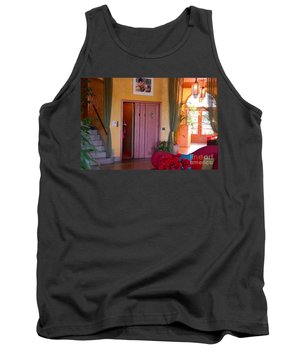 Miami Florida Tank Top featuring the photograph The Kiss by David Lee Thompson