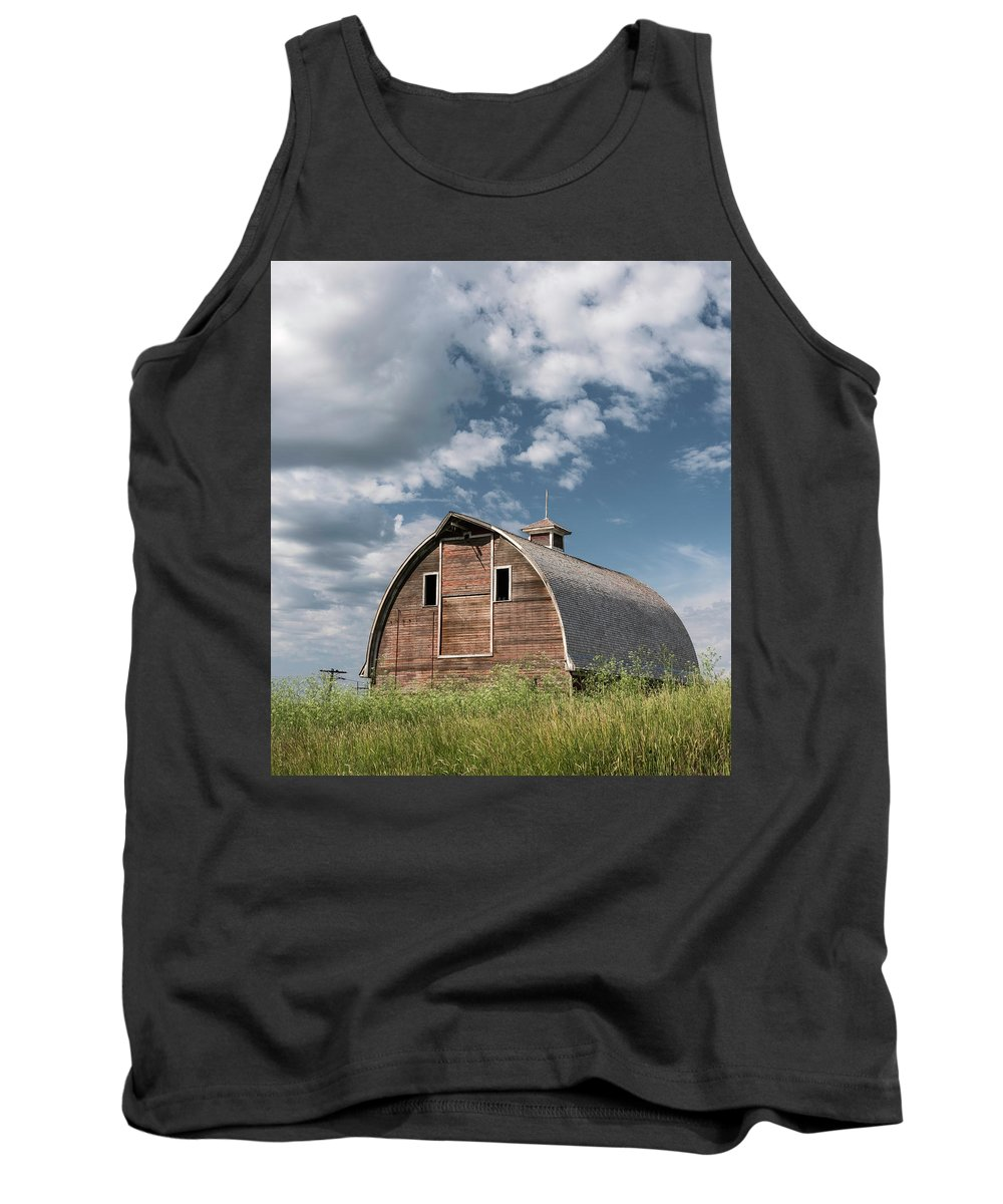 Sky Tank Top featuring the photograph Palouse Barn 9650 by Bob Neiman