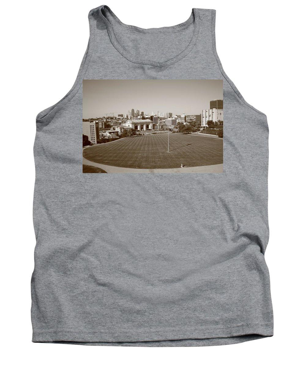 America Tank Top featuring the photograph Kansas City Skyline by Frank Romeo