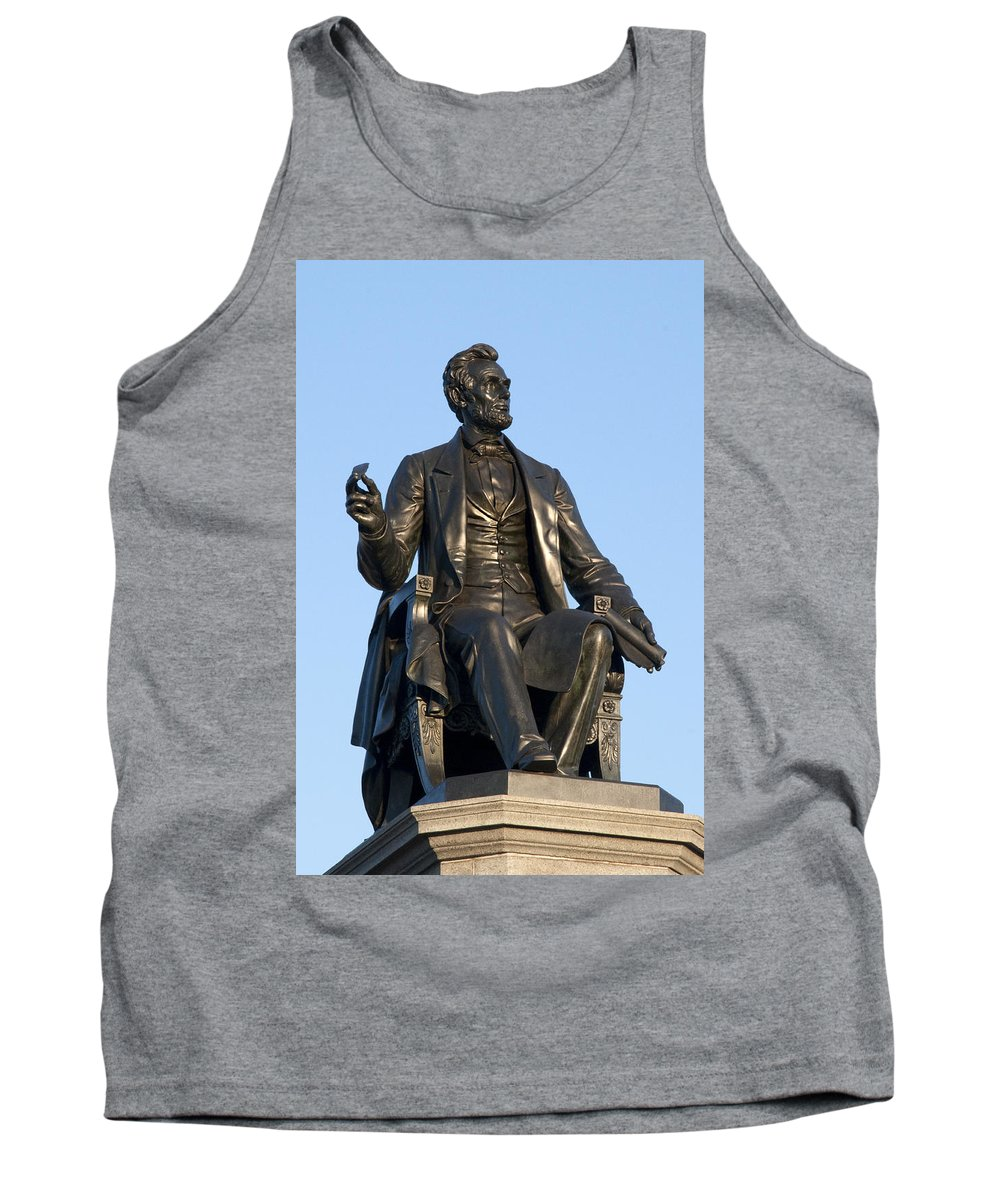 Abraham Lincoln Statue Philadelphia Tank Top featuring the photograph Abraham Lincoln Statue Philadelphia by Bill Cannon