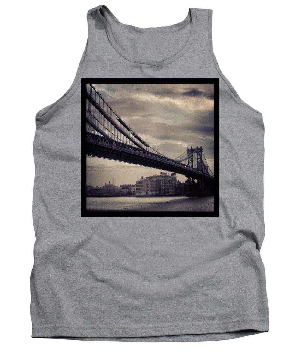 Bridge Tank Top featuring the photograph Manhattan Bridge In Ny by Paulo Guimaraes