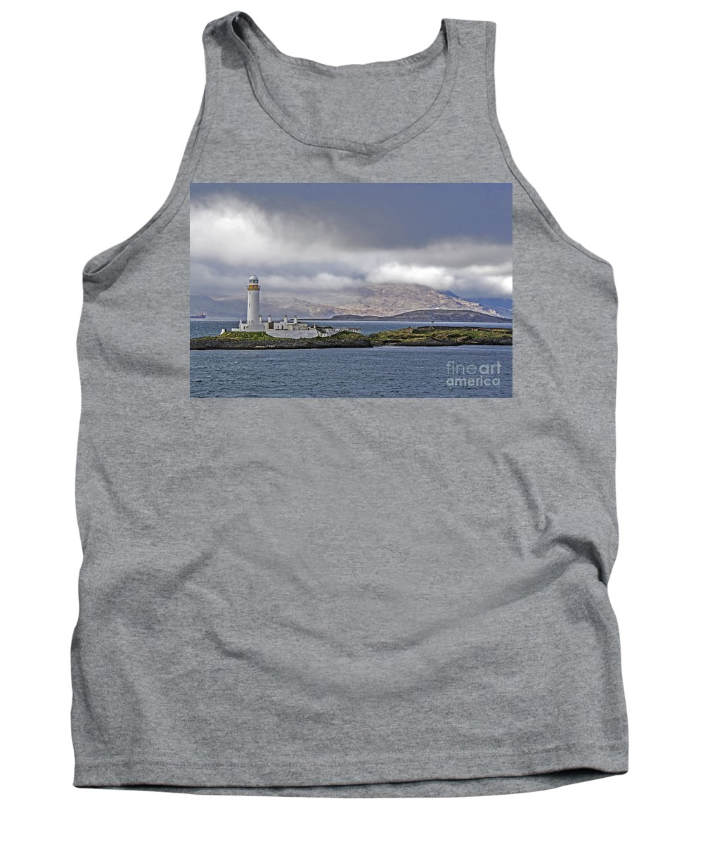 Travel Tank Top featuring the photograph Oban Bay Lighthouse by Elvis Vaughn