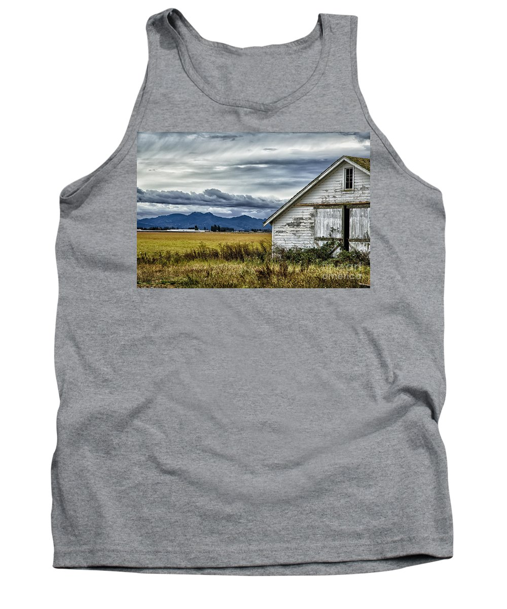 Seattle Tank Top featuring the photograph Peeling Barn by Timothy Hacker
