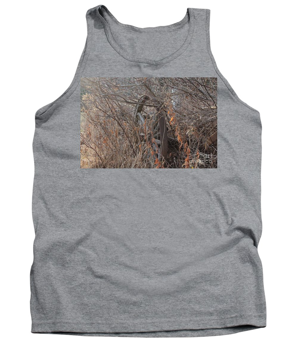 Wagon Wheel Tank Top featuring the photograph Wagon Wheel_7449 by Joseph Marquis