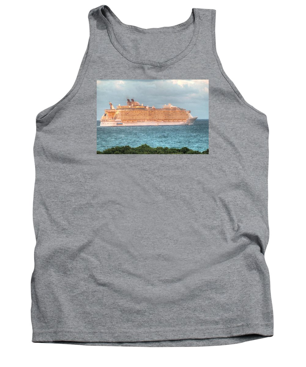 Fort Lauderdale Tank Top featuring the photograph Fort Lauderdale, Usa by Paul James Bannerman