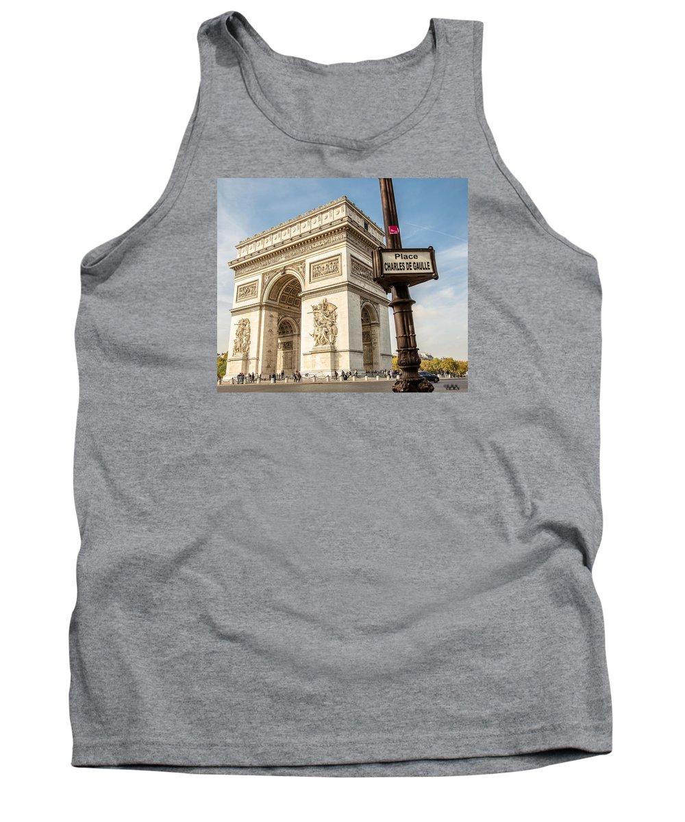 Arc De Triomphe Tank Top featuring the photograph Arc De Triomphe by Robert Suresh Erudiyanathan