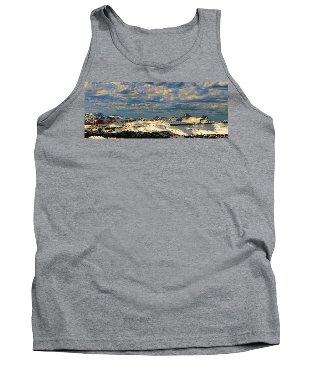 Beartooth Butte ( Red On Left) And Pilot & Index Mountains ( Peaks On Right) Are Seen From Beartooth Highway Tank Top featuring the photograph Bear Tooth Mountain Range by Gary Beeler