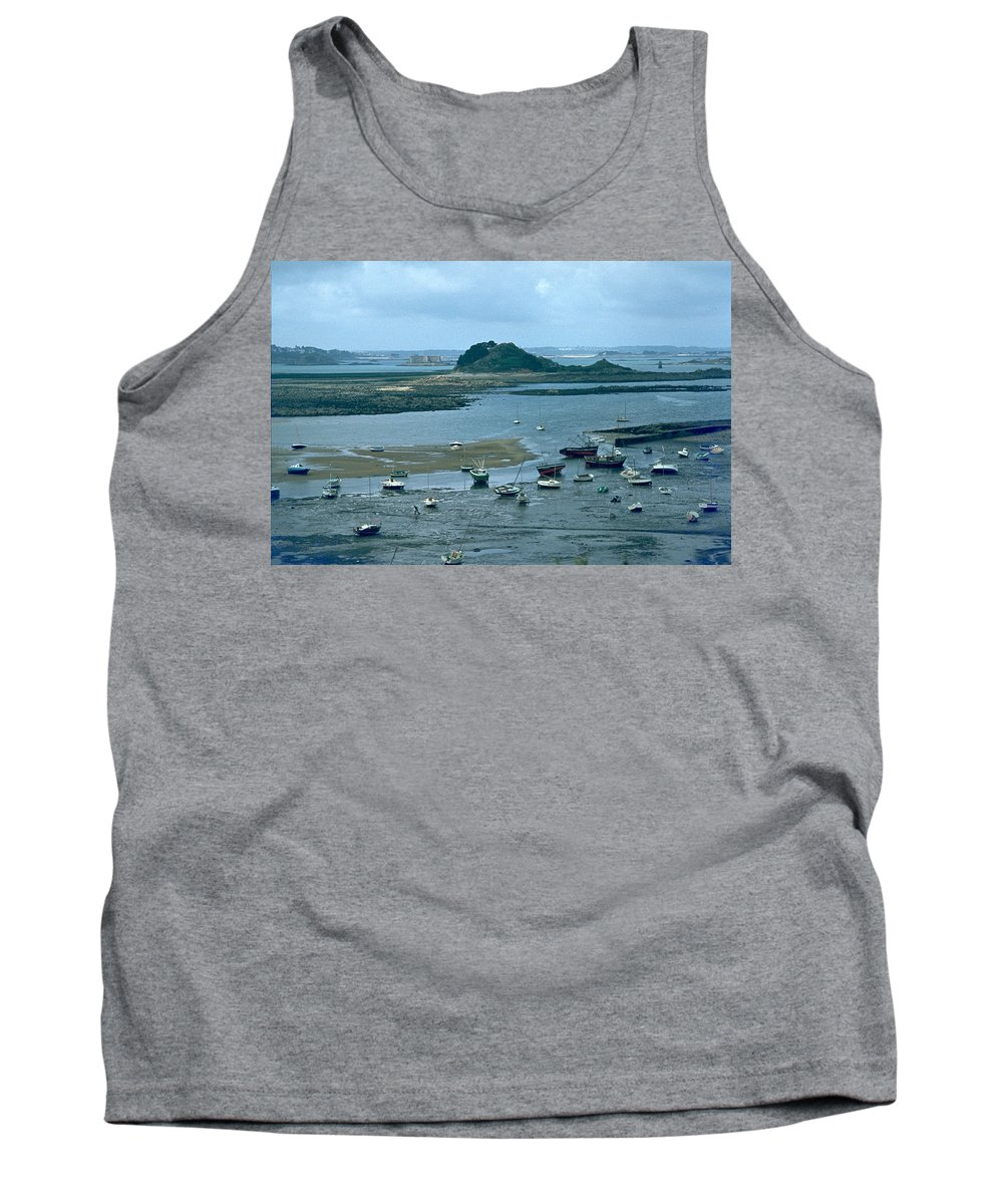 Low Tide Tank Top featuring the photograph Low Tide by Flavia Westerwelle