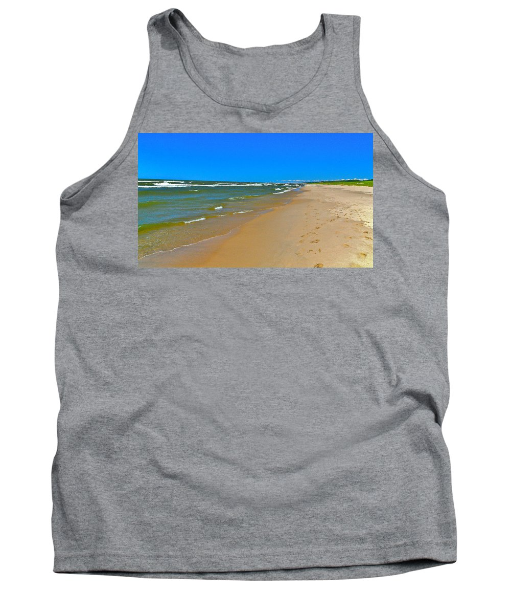 Sand Tank Top featuring the photograph Oval Park In The Sun by Robert Pearson