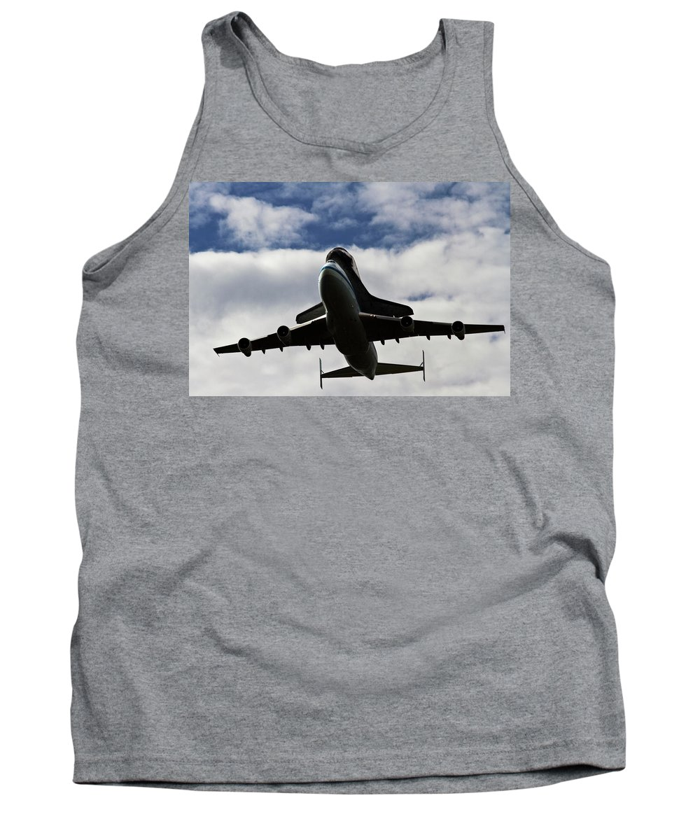 Udvar Hazy Tank Top featuring the photograph Overhead Discovery by Guy Shultz