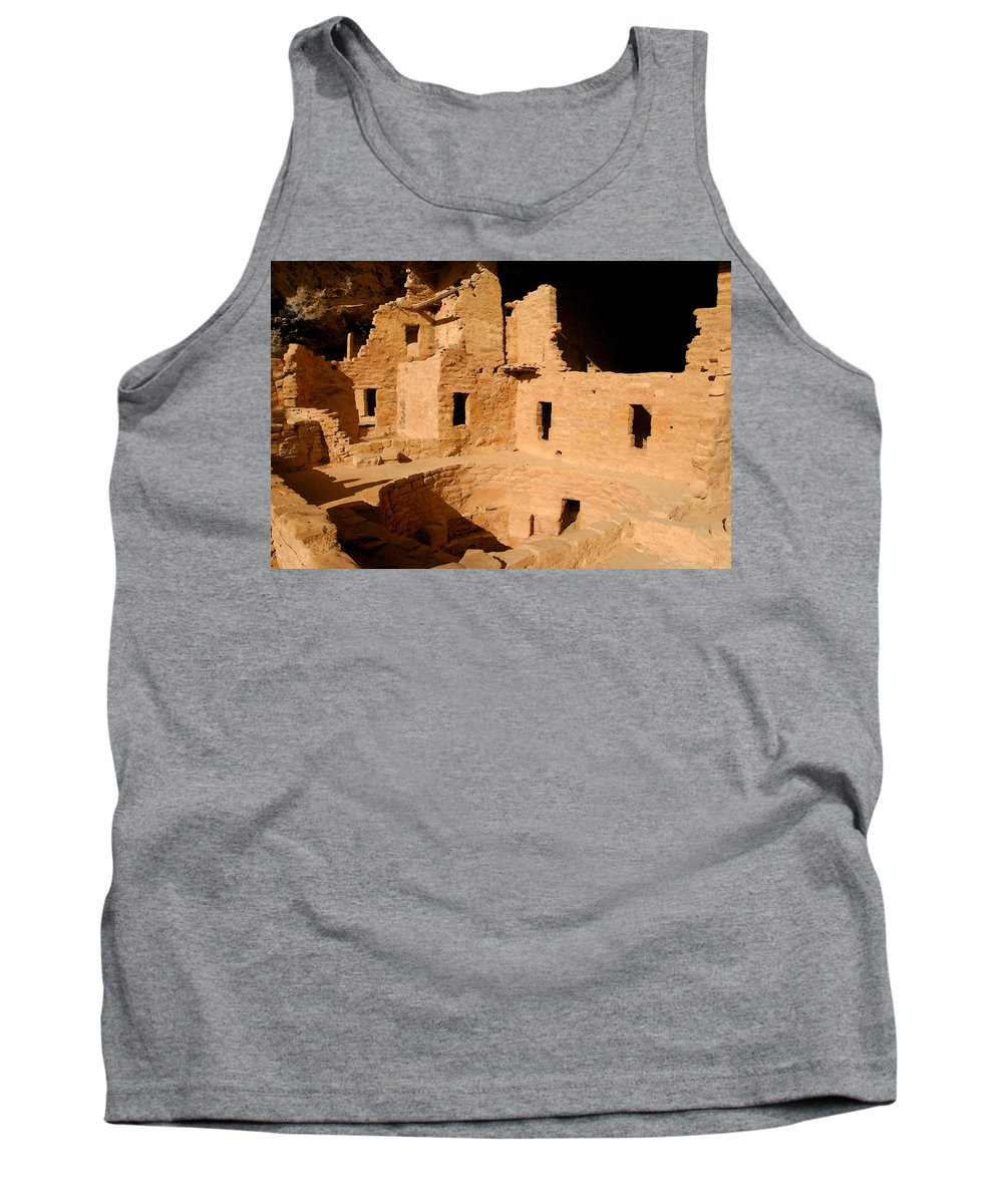 Mesa Verde National Park Tank Top featuring the painting Place Of The Old Ones by David Lee Thompson