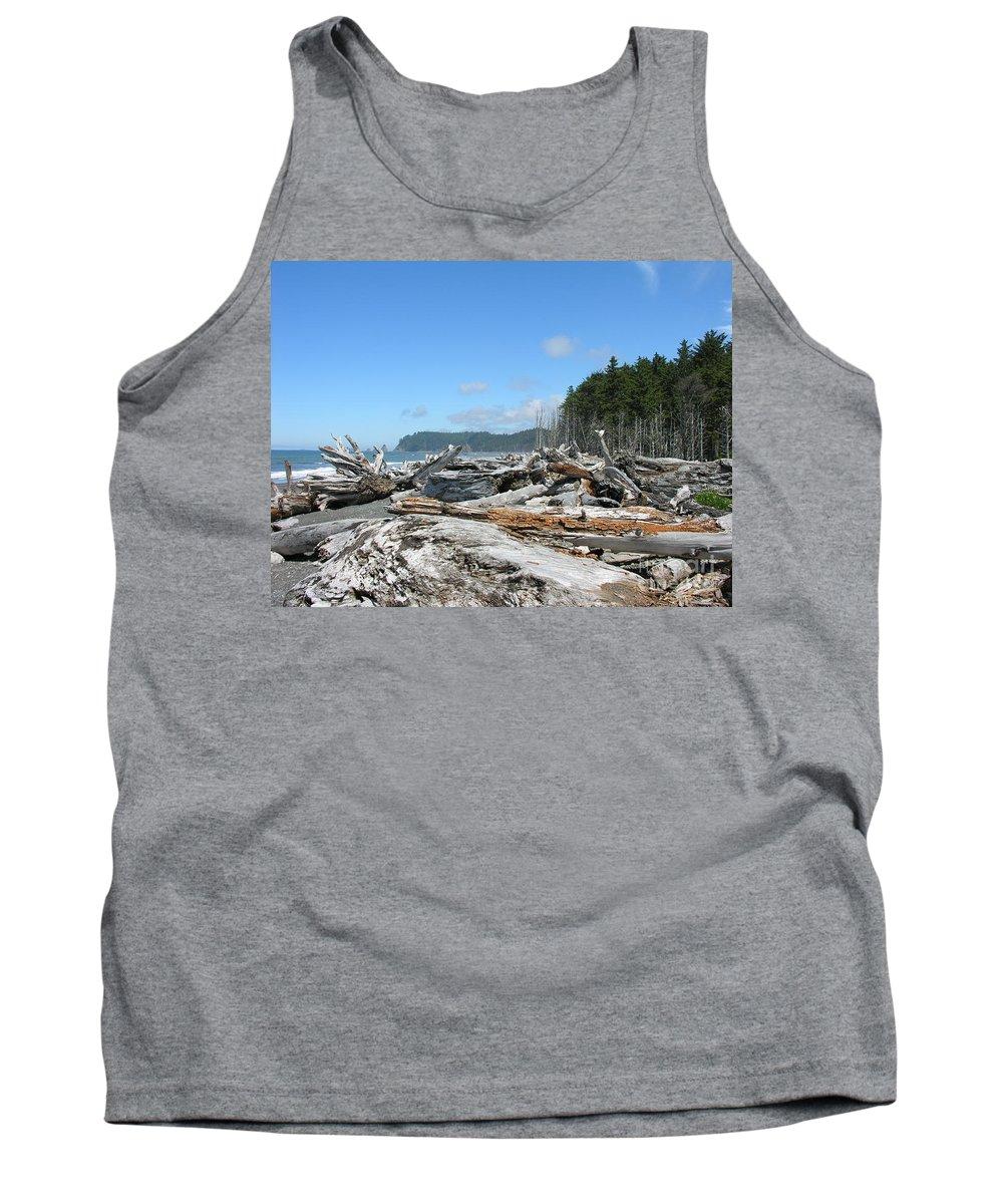 Rialto Beach Washignton Tank Top featuring the photograph Rialto Beach Washington by Diane Greco-Lesser