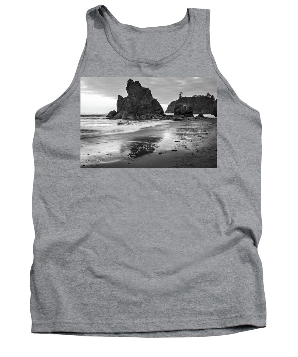 Wave Tank Top featuring the photograph Ruby Beach 3257 by Bob Neiman
