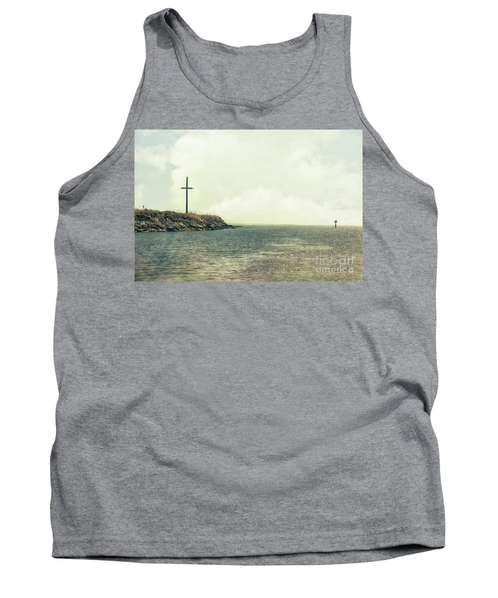 Outdoor Tank Top featuring the photograph Ship Mast Memorial by Tom Gari Gallery-Three-Photography