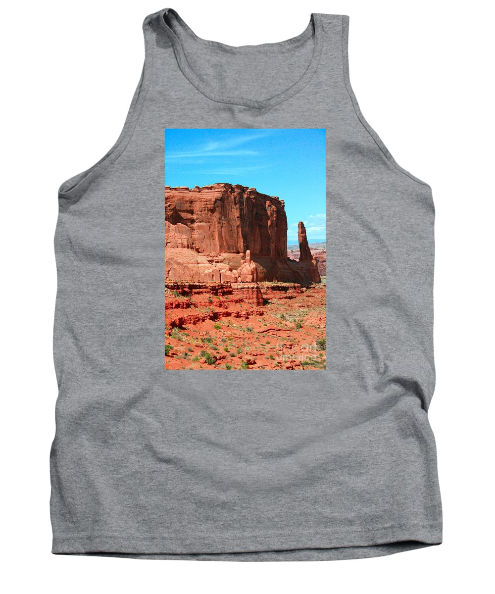Park Avenue Tank Top featuring the painting The Park Avenue Courthouse Spectacle by Corey Ford